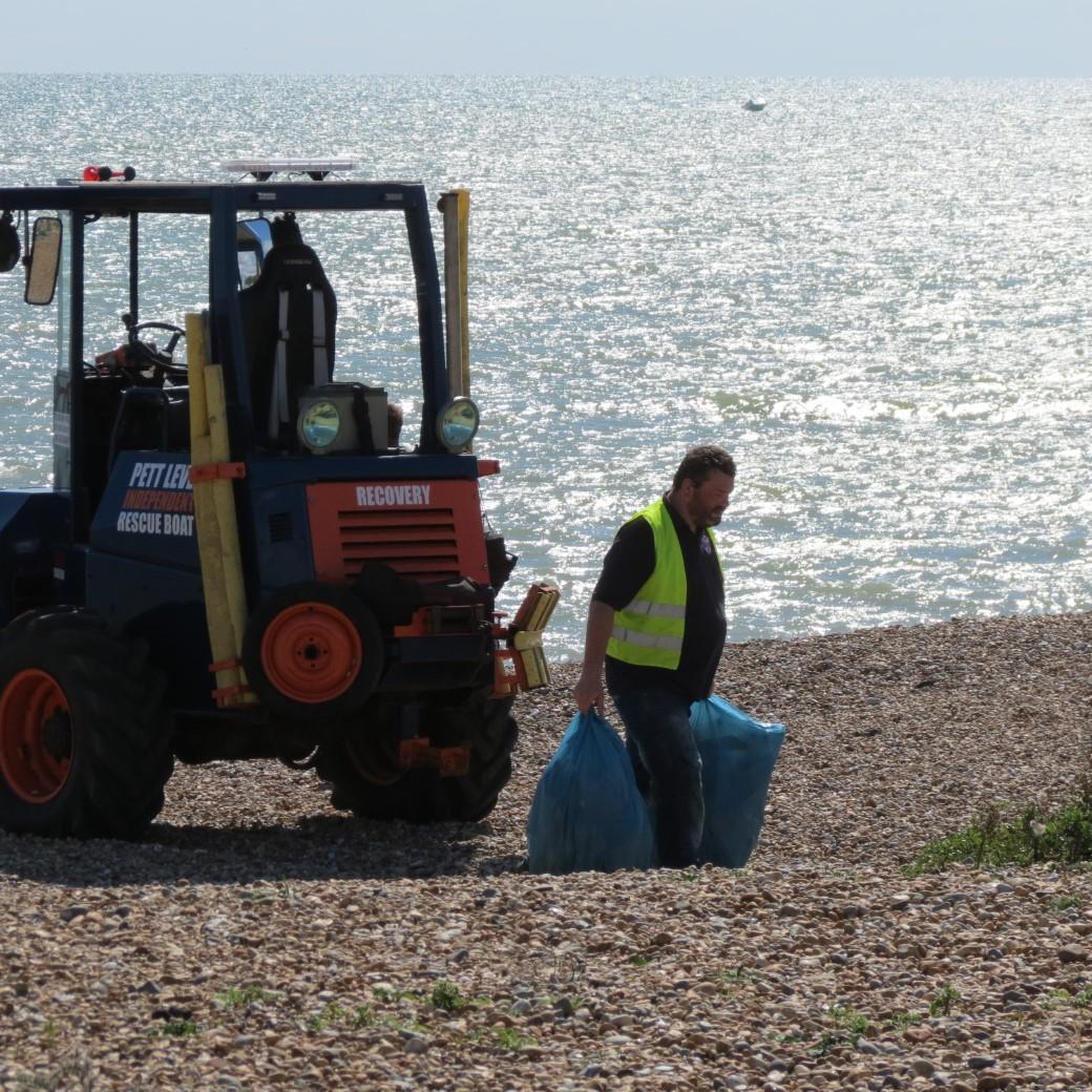 beach cleanup fairlight 2020