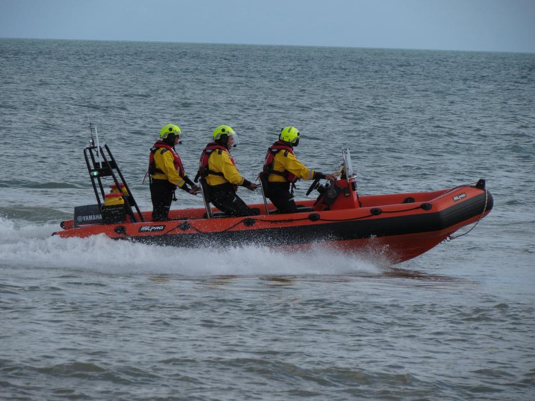 Pulfer rescue boat and crew, sea display PLIRB 2021